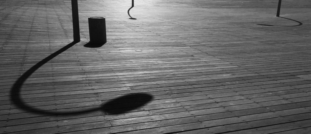 השתמשו בצורות שיוצרים הצללים. אפשר לצלם את הצל בלבד גם ללא האוביקט.